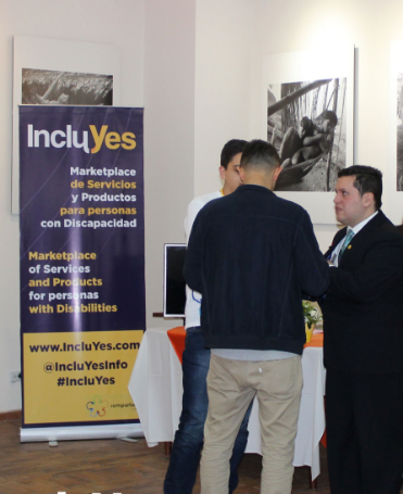 """Sebastian Flores, Co-Founder and Executive Director of Fundación Comparlante, presenting IncluYes to the participants of the event """"With My Own Voice"""" in Quito, Ecuador."""