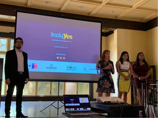 Lorena Julio, Co-Founder and President of Fundación Comparlante, presenting IncluYes with the team members within the framework of the TrepCamp entrepreneurship program in Silicon Valley, California.